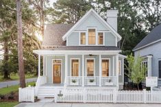 Charming Small Cottage House Exterior Ideas 40 Cottage house plans yield shelters that are mainly for vacation. These types of shelters are warm, … Exterior Paint Colors For House, Paint Colors For Home, House Colors, House Exterior Design, Exterior Houses, Small Cottage House Plans, Small Cottage Homes, Tiny House, Cute House