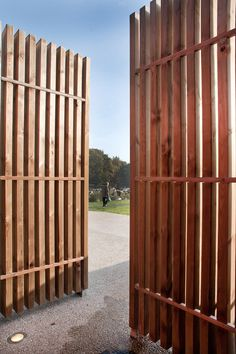 Robust, vertical pale timber gate