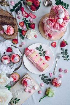 White Cake with Pink Frosting and Strawberry + Meringue Kisses | Historias del…
