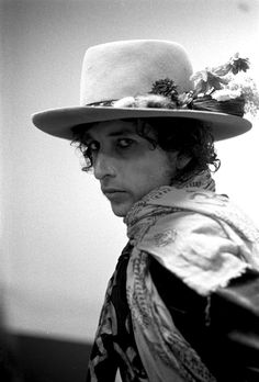 """Bob Dylan in 1975 during his """"Rolling Thunder"""" tour. (A cropped version of this tour photograph by Ken Regan became the cover photograph for the album """"Bob Dylan Live 1975: The Rolling Thunder Revue."""")"""
