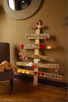 20 idées déco de Noel en bois! Laissez-vous inspirer... Déco de Noel en bois. Jetez donc un petit coup d'oeil à ces décorations de Noel en bois fait maison! Laissez-nous vous inpsirer avec ces 20 idées créatives... Amusez-vous bien et bonne déco!...