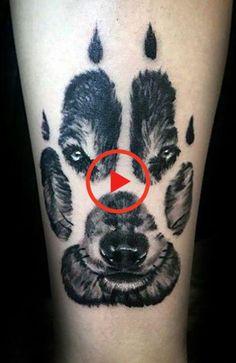 Ontdek waarom wolf-tatoeages zo populair zijn en wat ze betekenen, en kies vervolgens uw volgende inkt uit onze lijst met de beste wolf-tatoeages. #bestetatoeage #tattoomodellen Wolf Paw Tattoos, Wild Wolf, Viking Tattoos, Forearm Tattoos, Tattoo Designs Men, Tattoos For Guys, Body Art, Skull, Explorer