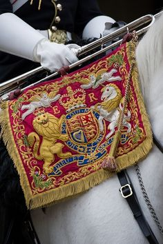 Members of the Household Calvary Mounted Regiment prepare for their royal duties as the Queens Life Guard for the Diamond Jubilee Procession. British Style, British Royals, Royal Throne, Queens Guard, British Army Uniform, King And Country, Buckingham Palace, Great Britain, Household