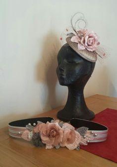 cinturon y tocado con flores y hojas de terciopelo rosa palo y plata y perlas plateadas