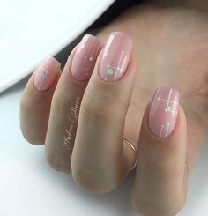 Semi-permanent varnish, false nails, patches: which manicure to choose? - My Nails Square Nail Designs, Simple Nail Art Designs, Short Nail Designs, Acrylic Nail Designs, Cute Nails, Pretty Nails, My Nails, Minimalist Nails, Glittery Nails