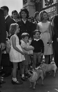 Jackie Kennedy and Princess Lee Radziwill with their children, ca. 1960 ( look at those pugs)