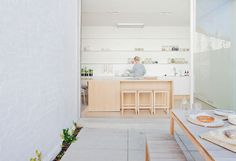 Alfred Street Residence has been awarded a commendation at the 2015 australian interior design awards. This charming family home was . Australian Interior Design, Interior Design Awards, Australian Homes, Interior Design Kitchen, Interior Decorating, Decorating Ideas, Scandi Living, Architecture Résidentielle, Futuristisches Design