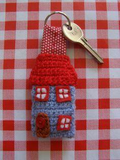 Little house key ring to crochet - free pattern on Ravelry