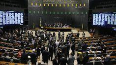 Da Agência Brasil A sessão do Congresso destinada aprovou hoje (2) o projeto de lei que muda a meta fiscal de 2015. Neste momento, os parlamentares votam os destaques. O projeto altera a meta fiscal