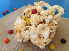 """VANILLA BEAN POPCORN CRISPY TREATS!"" Love Rice Crispy Treats but Popcorn too? This is ammmazing. Add in fresh vanilla beans w/ mini M&M's & leave everyone saying... ""hmmmmm what is this!"" Kid-friendly & SO SO SO EASY. Add in anything you fancy. #monimeals www.monimeals.com #halloween #recipe #crispytreat #popcorn"