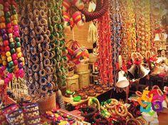 MICHOACÁN MÁGICO le platica sobre la producción artesanal de Pátzcuaro que además de ser hermosa es muy diversa; se realizan trabajos en materiales como: madera, cobre, hojalata, hierro forjado, alfarería y textiles. Se elaboran también muebles, productos de corcho y artesanías como: bateas, máscaras, juguetes, alhajeros, joyería artística, papel picado y figuras religiosas. HOTEL DELFIN PLAYA AZUL http://www.hoteldelfinplayaazul.com/portal/