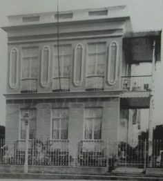 Arquivo Histórico de Joinville - rua Rio Branco, 320, perto da esquina com a Sete de Setembro. Este sobrado pertencia a Eudoro Batista. Two Story Houses, Close Up, Santa Catarina, September, Rolodex, Street