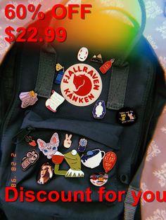Fjallraven Kanken Backpack #Kanken, #Fjallraven, #Backpack Mochila Kanken, Mochila Grunge, Backpack With Pins, Aesthetic Backpack, Cute Backpacks, Vsco, Workout, My Style, Kids