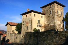 Il Castello di Massino Visconti è un complesso fortificato eretto nell'omonimo comune nel XII secolo. #Visconti #lago Maggiore