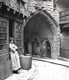 Black Gate Newcastle upon Tyne J. Gibson Undated by Newcastle Libraries Victorian Street, Victorian London, Vintage London, Vintage Pictures, Old Pictures, Old Photos, London History, British History, Asian History