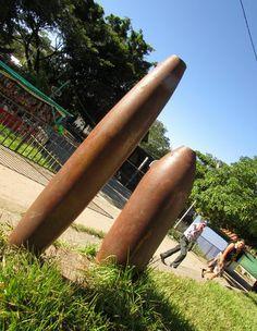 Detalle bombas de 500 libras arrojadas por el ejercito salvadoreño, en atrio de la Iglesia de Cinquera, Cabanas; recuerdan la cruel guerra civil Photo: Ana Silva