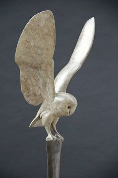 The Synthesized bronze sculpture of British wildlife sculptor Carl Longworth. Concrete Sculpture, Bird Sculpture, Animal Sculptures, Clay Owl, Clay Birds, Owl Art, Bird Art, Skeleton Drawings, Metal Art Projects