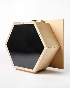 The artists Michael Farrell and Cliff Haynes present their latest unusual creation: the photo lens made up of straws. For this camera, there is no classi Pinhole Camera, Camera Lens, Photo Lens, Colossal Art, Create Image, Lomography, Photo Projects, Community Art, Wooden Boxes