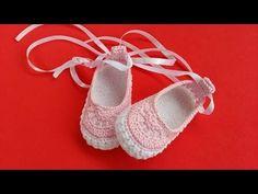Sapatinho de croché  -   parte II - Ana Leticia - YouTube Crochet Baby Boots, Crochet Baby Sandals, Crochet Baby Clothes, Crochet Shoes, Crochet Slippers, Knit Or Crochet, Crochet Stitches, Crochet Designs, Crochet Patterns