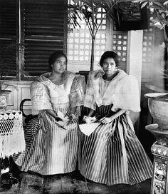 Filipino girls in Manila