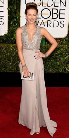 Kate Beckinsale Brightens Up the Golden Globes 2015 Red Carpet!: Photo Kate Beckinsale flashes a big smile as she hits the red carpet at the 2015 Golden Globe Awards held at the Beverly Hilton Hotel on Sunday (January in Beverly… Kate Beckinsale, Celebrity Red Carpet, Celebrity Dresses, Celebrity Style, Celebrity News, Celebrity Gossip, Celebrity Photos, Robes Elie Saab, Vestidos Elie Saab