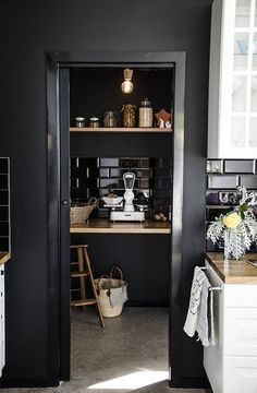 My ideal home is your daily source of interior design, architecture, home ideas and interior inspirations. Home Interior, Kitchen Interior, New Kitchen, Kitchen Decor, Interior Decorating, Kitchen Pantry, Kitchen Tiles, Design Kitchen, Country Kitchen