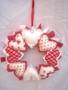 Red and white heart wreath | Flickr - Photo Sharing!