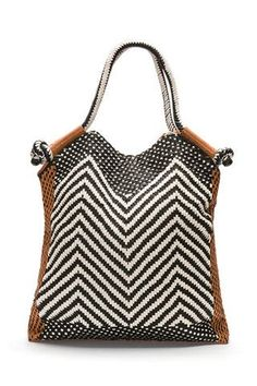 Chevron Beach bag....would be fun to make this. Again it is all about the yarn you use. Not Acrylic!