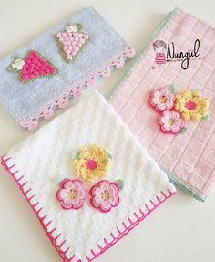 Mutlu günler 😊😊#knitaddict #instalike #ing #loveyou #handmadedoll #havlu #havlumodelleri #hobimstand #10matifet #özeltadarım 🌼🍃🌼🍃🌼🍃🌼🍃🌼🍃🌼 Crochet Towel, Crochet Granny, Baby Blanket Crochet, Crochet Yarn, Crochet Borders, Crochet Flower Patterns, Crochet Flowers, Crochet Cushion Cover, Crochet Cushions