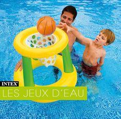 Jouez au basket dans votre piscine avec le panier de basket gonflable ! Passez d'agréables moments en famille ou entre amis ! Il n'y a pas d'âge pour d'amuser ! #jeu #eau #piscine #gonflable #raviday