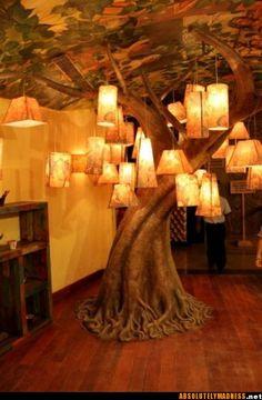 in einem Elbenhaus wäre das ein echter lebendiger Baum, der in den Raum integriert wurde