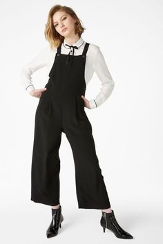 c2c53486114 15 Photos Of Dungaree Overalls That Prove They re Fashionable