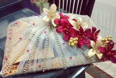Packing😍 Dm or whatsapp for details. Indian Wedding Gifts, Desi Wedding Decor, Indian Wedding Decorations, Wedding Crafts, Diy Wedding, Wedding Gift Hampers, Wedding Gift Wrapping, Creative Gift Wrapping, Engagement Decorations