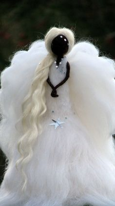 Adorno de Angel Christmas Waldorf inspiradora por Made4uByMagic Christmas Sewing, Felt Christmas, Christmas Angels, Felt Tree, Tree Tree, Felt Angel, Angel Christmas Tree Topper, Needle Felting Tutorials, Felt Fairy