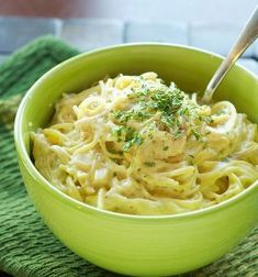 Creamy Chicken Spaghetti | What an easy slow cooker chicken and pasta recipe!