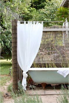 Would love this outdoor bath! Outdoor Bathtub, Lagos, Clawfoot Bathtub, Outdoor Gardens, Bath Tube, Garden, Nice Houses