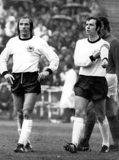 Print of ENGLAND: SOCCER MATCH, Dave McKay (left) of Tottenham Hotspur confronts Billy Bremner of Leeds United during a game, 22 August Referee Norman Burtenshaw blows his whistle to intervene Messi, Beckham, Dave Mackay, Harry Redknapp, Tottenham Hotspur Fc, Hard Men, Leeds United, Manchester United, Soccer Match