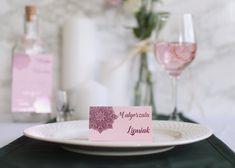 Różowe winietki z motywem mandali. Połyskują się na różowy kolor Table Decorations, Furniture, Home Decor, Decoration Home, Room Decor, Home Furnishings, Home Interior Design, Dinner Table Decorations, Home Decoration