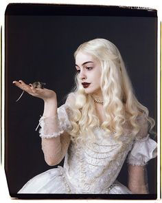 "Anne Hathaway as White Queen In Tim Burton's ""Alice in Wonderland"" Tim Burton, Anne Hathaway, White Queen Costume, Morgana Le Fay, Queen Alice, Colleen Atwood, Queen Photos, Adventures In Wonderland, Wonderland Alice"