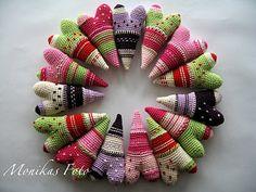 I found these crocheted hearts on Brynhildur's page, love em!