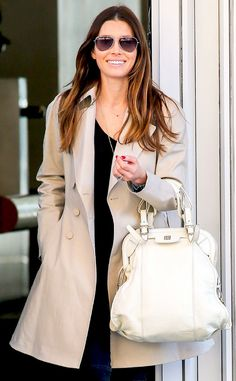 Jessica Biel looked perfectly put together (as always) in a nude jacket and matching bag, topped off with pastel blue classy aviator sunnies!