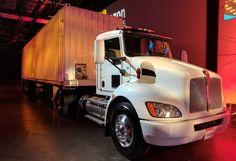 Oto 18-kołowiec Amazonu do transportu danych