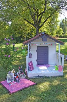 19 Creative and Cute Garden Playgrounds for Kids Pallet Playhouse, Backyard Playhouse, Cubby Houses, Play Houses, Preschool Garden, Wendy House, Kids Play Area, Outdoor Play, Kid Spaces