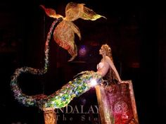 THEhotel at Mandalay Bay: Mandalay Bay Mermaid Window Display