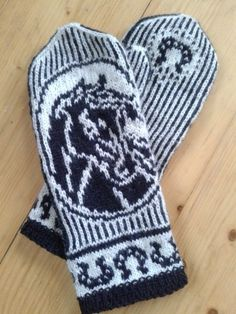 Knit Mittens, Knitting Socks, Horse Crafts, Handmade Home, Needlework, Knit Crochet, Diy And Crafts, Gloves, Weaving