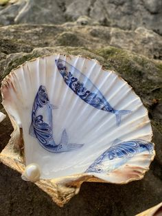 Natural Fish Design Scallop Shell Dish with Faux Pearl and Gold Leaf Edging