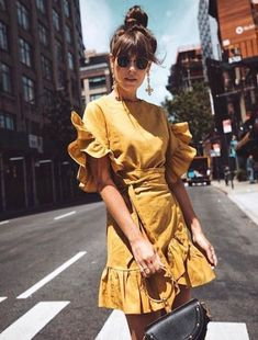 9 Mustard Yellow Dresses You Need This Season (Le Fashion), SUMMER OUTFİTS, Yellow summer dress, summer outfits women style inspiration color combos, spring outfits women casual fashion ideas street styles. Look Street Style, Street Style Trends, Street Styles, Street Style Fashion, Women's 20s Fashion, Trendy Fashion, Fashion Ideas, Dress Fashion, Womens Fashion