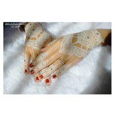 white henna mehndi design for bridals Henna Art Designs, Arabic Mehndi Designs, Bridal Mehndi Designs, Funny Bridal Shower Gifts, Bridal Shower Rustic, Wedding Henna, Bridal Henna, Henna Doodle, Cute Henna