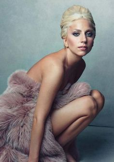 Lady Gaga by Annie Leibovitz - Annie seems to take such lovely, natural photos of people. Underneath all the crazy hair and makeup, Lady Gaga is still a very pretty woman. Lady Gaga Fashion, Look Fashion, High Fashion, Fur Fashion, Fashion Shoot, Fashion News, Fashion Beauty, Britney Spears, Vanity Fair