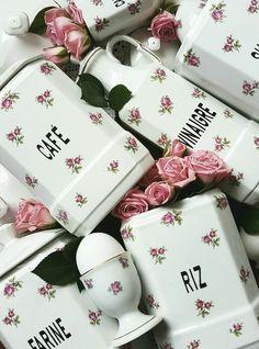 Prachtige voorraadpotten met roze roosjes
